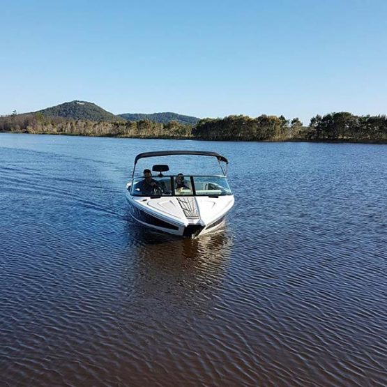 Ozskiresort boat or lake hire